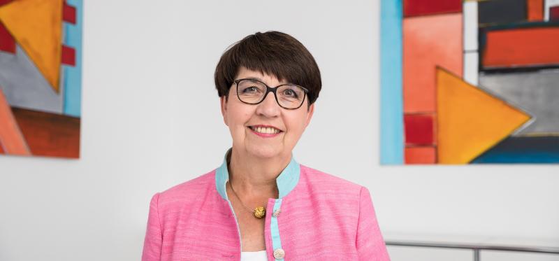 Dr Martina Städtler Schumann quer short